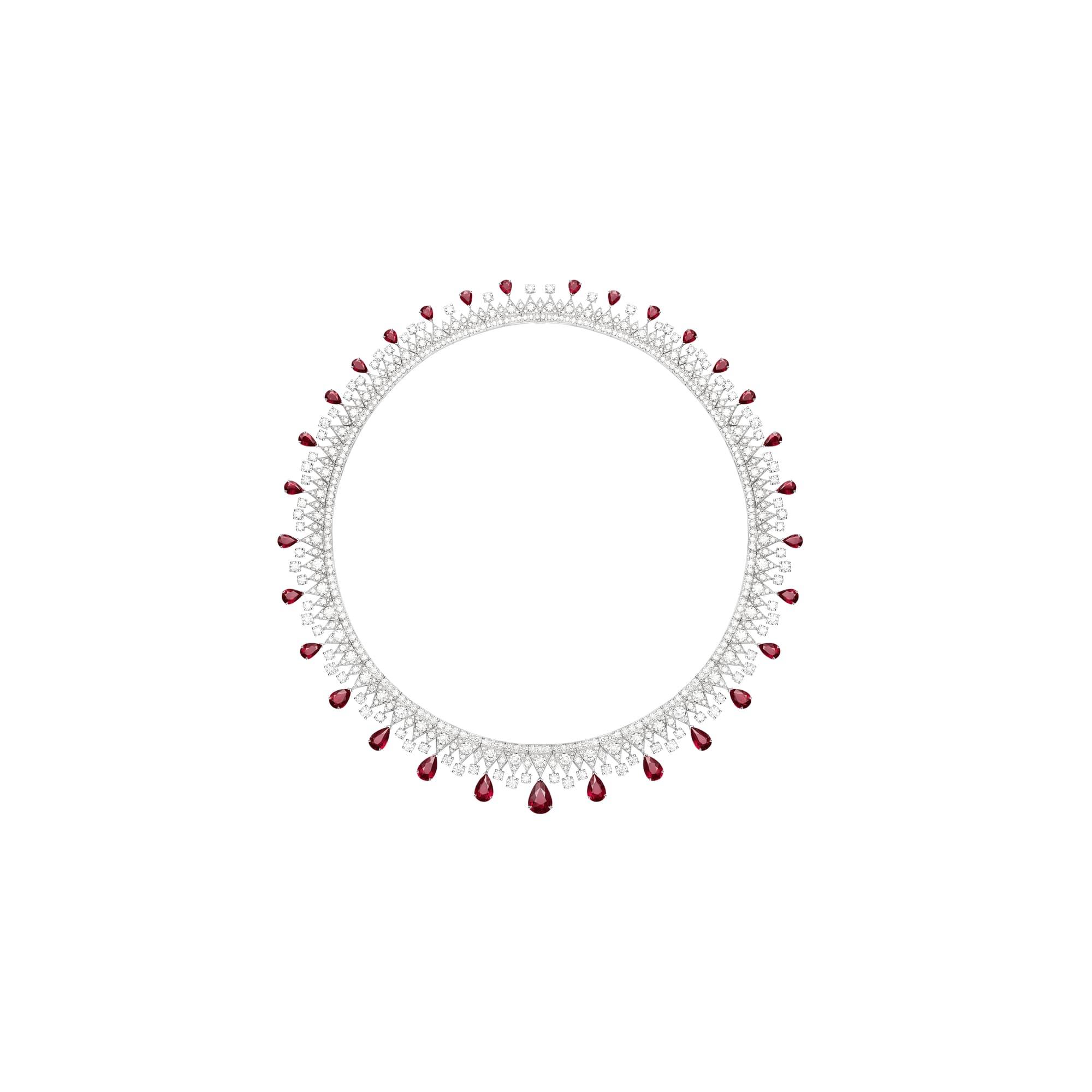 高级珠宝钻石项链,镶饰红宝石