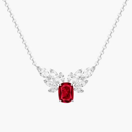 镶饰钻石与红宝石的高级珠宝项链