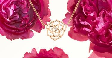 母亲节白金钻石戒指与华美手镯