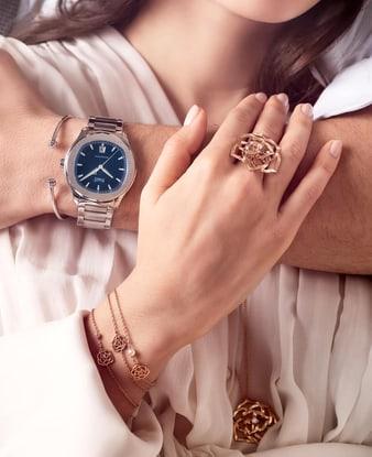 女士玫瑰金珠宝和男士腕表